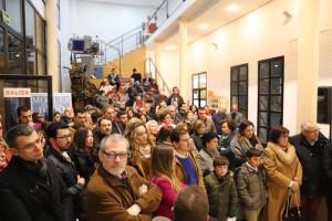 El público abarrotó la sala el día de la inauguración.
