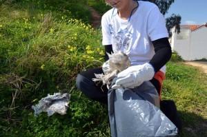 Durante la jornada llevaron a cabo una recogida simbólica de basuras.