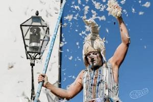 Adam Read ha sido miembro del 'Circo del Sol'.
