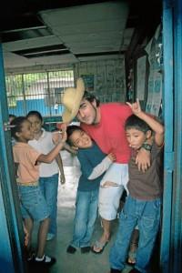 Con anterioridad residió en Nicaragua. En la imagen En una de las escuelas más pobres de Granada, Escuela Pablo Antonio Cuadras, en Nicaragua.