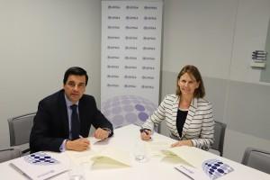 Francisco José Pérez Fresquet y Audra Wash han firmado el acuerdo de colaboración.