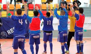 Los jugadores del CD Sordos Huelva celebran con el público su triunfo en los cuartos de final del torneo.