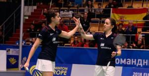 Carolina Marín y Beatriz Corrales jugaron un dobles inusual, pero que fue quien dio el punto definitivo a España. / Foto: Badminton Photo.