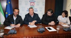Momento de la firma del convenio entre el Ayuntamiento de la localidad y el Cartaya.