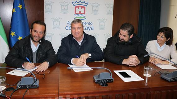 El Ayuntamiento de la localidad y el Cartaya estrechan su colaboración para reforzar la Escuela de Fútbol Base