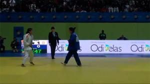Momento en el que Cinta García es declarada vencedora de su combate por la medalla de bronce. / Foto: Captura TV.