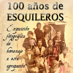 Forma parte del ya centenario grupo de campanilleros 'Los Esquileros' de Niebla, donde toca el acordeón.