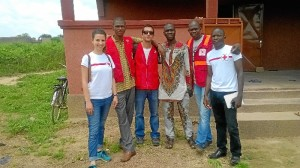 El onubense, junto al equipo del proyecto de Cruz Roja.