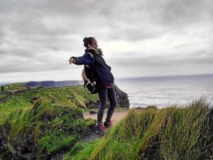 Los días libres suele aprovecharlos para viajar. En la fotografía, en los 'Cliff of Moher', acantilados que se encuentran en el límite suroccidental de la región de El Burren.