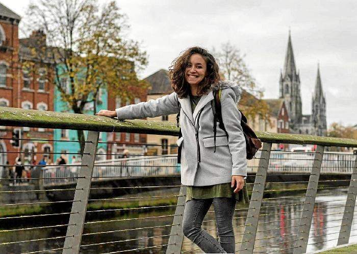 La onubense Julia Rodríguez reside en Limerick, Irlanda. En la imagen, durante una visita a la ciudad de Cork.