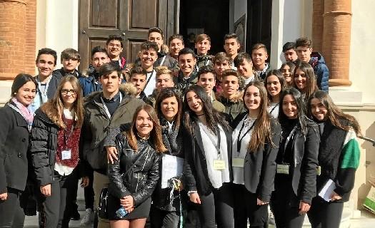 Un millar de personas de los IES de Huelva descubre el patrimonio onubense