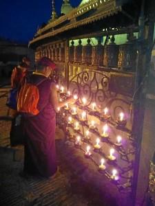 Están conociendo lugares impregnados de una gran espiritualidad. En la imagen, en Katmandú, Nepal.