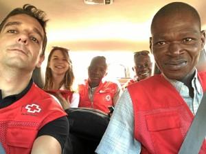 El onubense Juan Manuel Belmonte Lozano -a la izquierda- ha participado en un proyecto de cooperación internacional en Burkina Faso.
