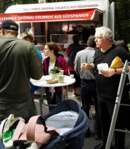 Valeriano Folgar vende churros en una foodtruck.