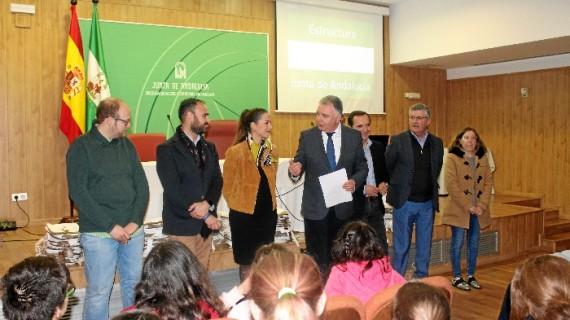 Unos 75 escolares participan en una jornada de  puertas abiertas de la Junta con motivo del Día de Andalucía