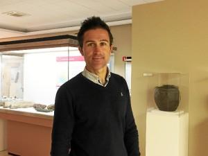 El director del Museo de Huelva, Pablo Guisande, en el espacio que ocupará la nueva sala islámica.