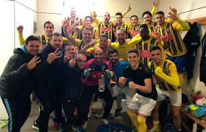 Los jugadores del Isla Cristina muestran su alegría tras ganar en Alcalá. / Foto: @islacristinafc.