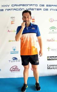 Juan Francisco López con la medalla de plata obtenida en Málaga.