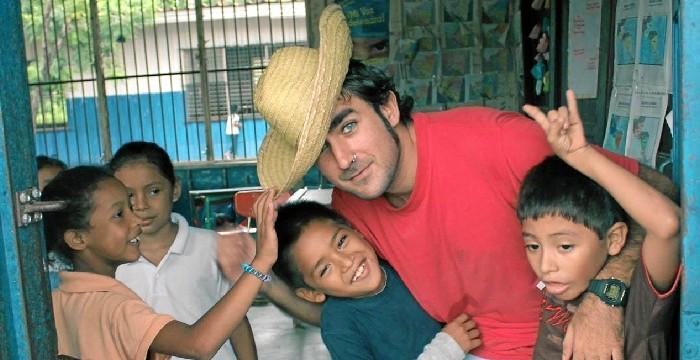 La experiencia del maestro onubense Alejandro Real Peguero en Vietnam