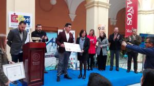 Recogiendo el segundo premio TFM de la Cátedra Aguas de Huelva.