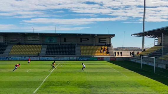 Triunfo del San Roque de Lepe (4-0) ante el Espeleño para prolongar su reacción y seguir optando al ascenso