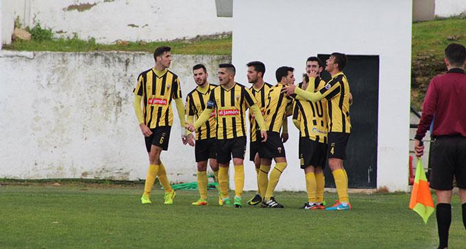 El San Roque se impone por 4-3 en una locura de partido ante el Ciudad de Lucena.