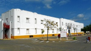 Estudió Magisterio en la Universidad de Huelva.