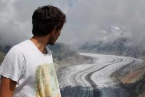 Gerardo, ante un glaciar en Suiza, país en el que estuvo el pasado verano con otra beca.