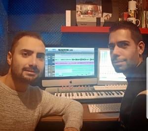 Junto a su guitarrista y amigo Felipe Chaparro.