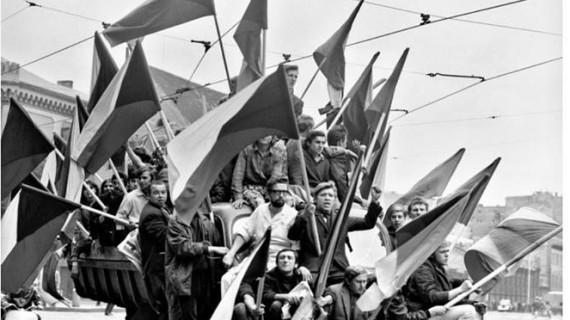 'Latitudes' hace un recorrido por la historia de Praga en la sala de Cantero Cuadrado