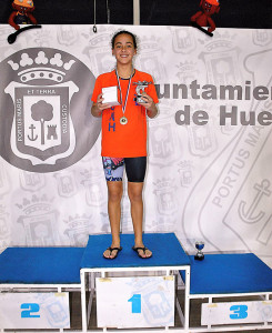 Irene Sánchez, mejor nadadora del Trofeo San Sebastián.
