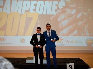 Carlos Rodríguez y Antonio Villalba en el momento de recoger el premio.