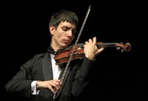 La crítica y los premios avalan su maestría con el violín. / Foto: Instituto Cervantes.