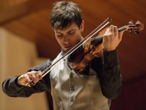 Rubén Mendoza es un violinista nacido en Huelva en 1989.