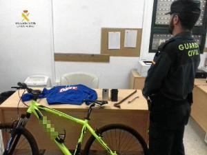 Varios de los objetos incautados por parte de la Guardia Civil.