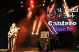 Maika Makovski sorprendió a todos con un concierto espectacular ayer noche, 22 de marzo, en las Cocheras del Puerto.