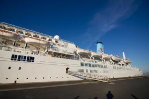 El barco llega procedente de Lisboa.