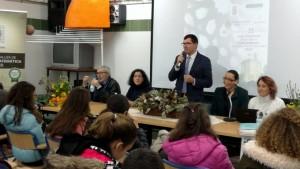 El alcalde de Puebla de Guzmán dio la bienvenida a los jóvenes.
