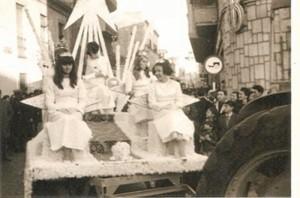 El Coso Blanco por las calles onubenses en 1956.