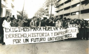 Manifestación en Sevilla por las Tres Facultades para Huelva.