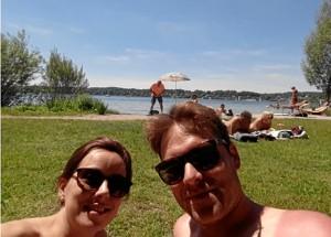 En el Lago Stanberg, donde pueden bañarse los días de verano que la temperatura lo permite.