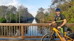 Aprovecha los fines de semana para hacer deporte y relajarse. / En la fotografía, en Loxahatchee, Florida.