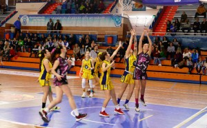 El CB Conquero impuso su ley implacable ante el PMD Ajaraque en el partido decisivo del Provincial Junior de baloncesto femenino. / Foto: @fabhuelva.