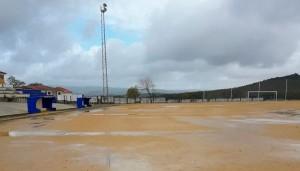 La malas condiciones meteorológicas llevan a la suspensión de la jornada del sábado en el fútbol provincial. / Foto: @C_D_Rubias.