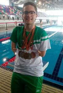 David Sánchez, con el botín de medallas obtenidas en Castellón.
