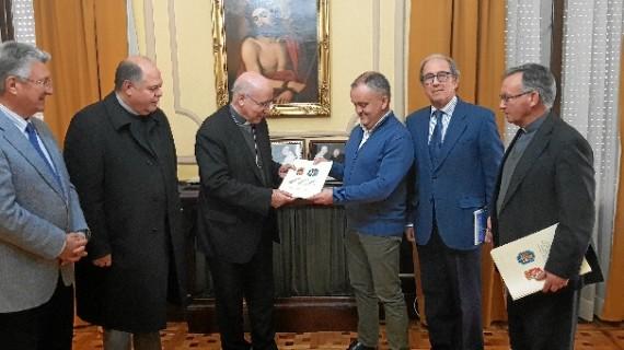 Un convenio entre el Obispado y el Ayuntamiento de Beas permite la rehabilitación de bienes de la Parroquia de San Bartolomé