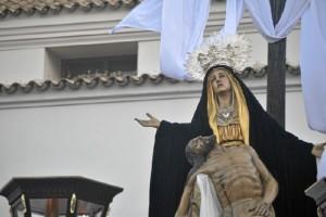 La Virgen de las Angustias lucía la pasada Semana Santa su manto de terciopelo negro y corona plateada. /Foto: Sergio Borrero.