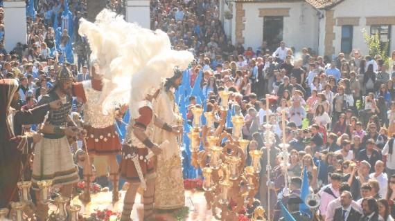 Huelva se echa a la calle para acompañar a La Victoria en su salida del Miércoles Santo
