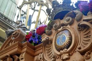La Santa Cruz es una cofradía plagada de detalles onubenses en todo su cotejo. / Foto: Sergio Borrero.