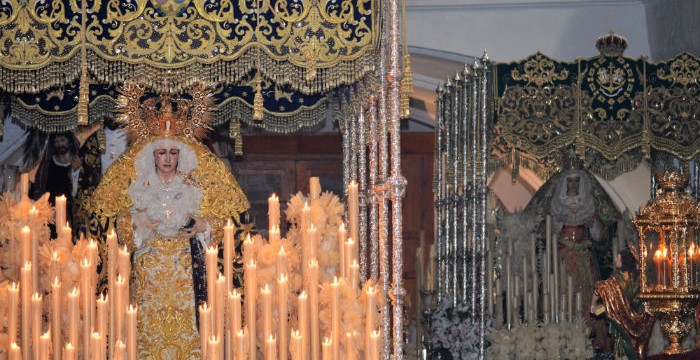 La Semana Santa moguereña deja un encuentro inédito durante la Madrugá